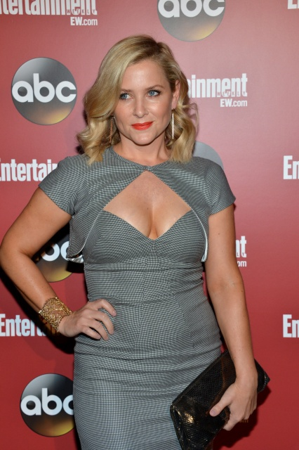 jessica_capshaw__entertainment_weekly_abc_tv_upfronts_party_nyc_may_2013_rqudwIKb.sized
